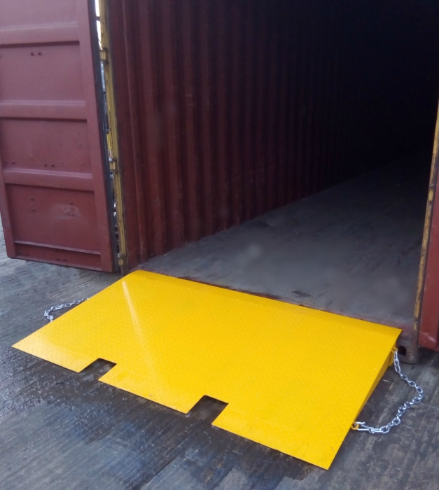 SHIPPING CONTAINERS 4ft x 4ft container ramp :: £295 00 :: Container