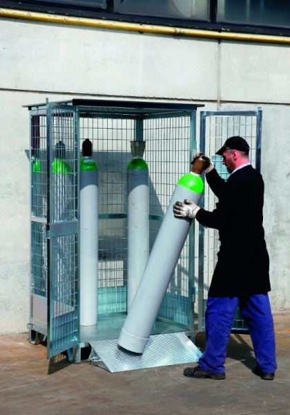 12 Cylinder Safety Gas Cage Steps And Stillages