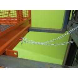 forklift-cage-securing-chain